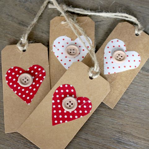 SET 4 GIFT TAGS WITH RED/WHITE HEARTS